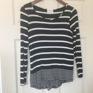 Olive and Oak Rayon black white striped top Sz S
